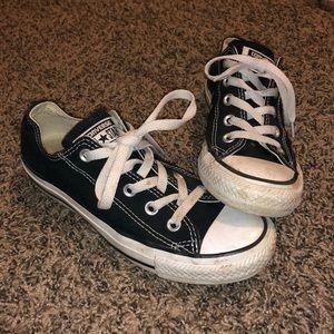B lack Converse